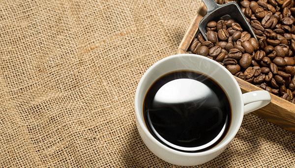 コーヒーをブラックで飲むのは日本人だけ?